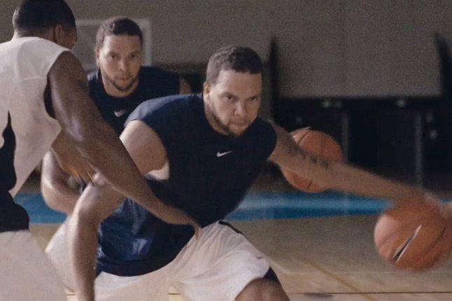 Nike Human Chain Deron Williams 1
