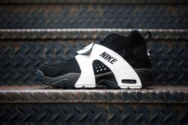 Nike Air Veer Black Profile