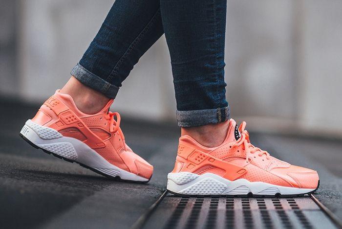 Nike Air Huarache Atomic Pink 5