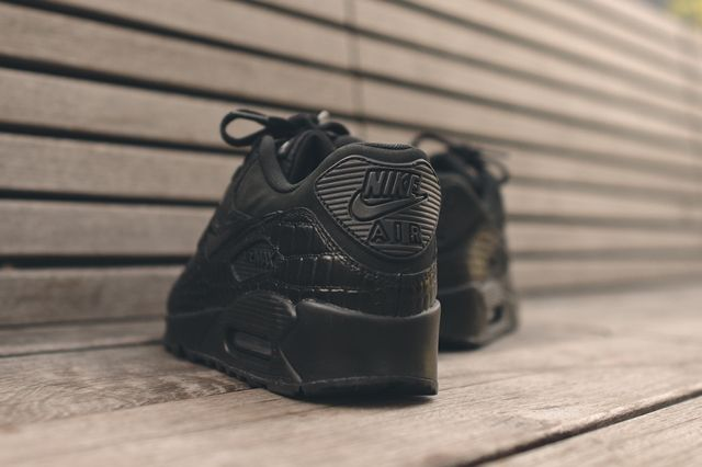 Nike Wmns Air Max 90 Triple Black Croc 1