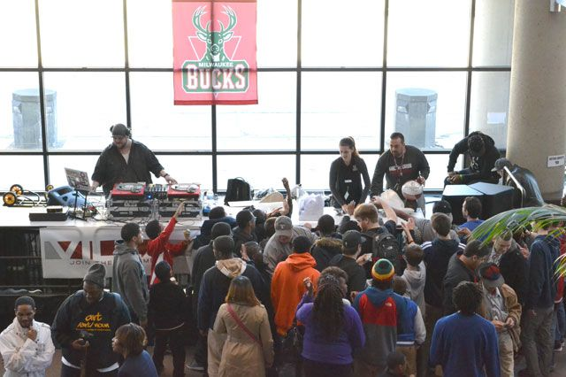 Bucks Sneaker Summit 32