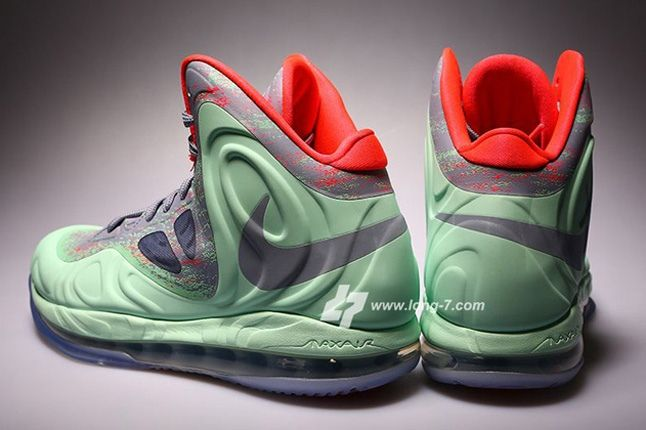 Nike Air Max Hyperposite Christmas Heel Hero 1