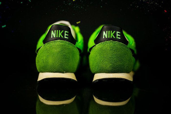 Nike Waffle Racer Premium 17 Action Green 1