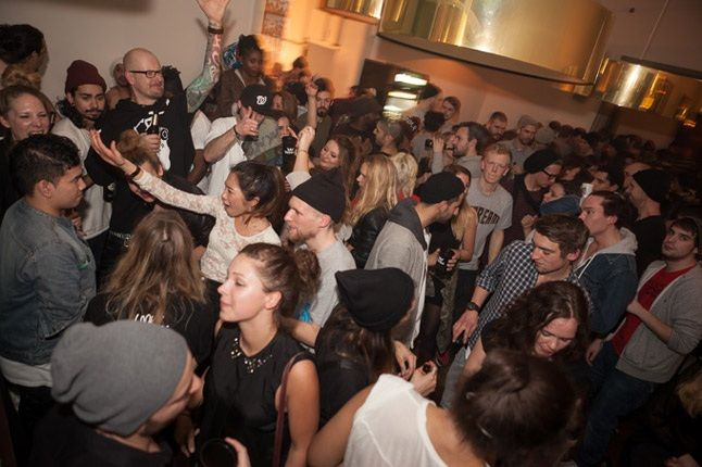 Supra Solebox Party Berlin Crowd Dancing 1