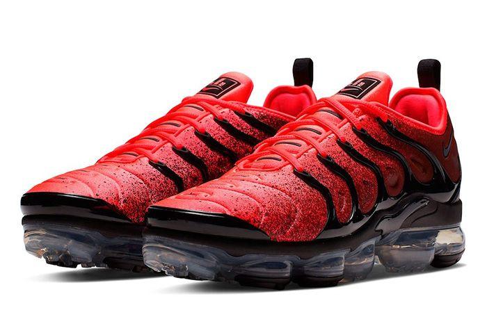 Nike Air Vapor Max Plus Black Flash Crimson Quarter