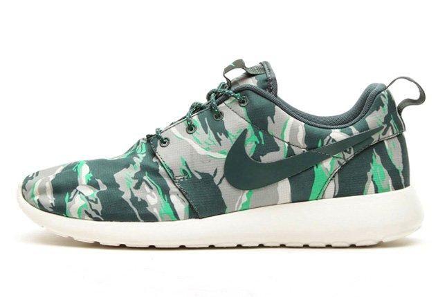 Nike Rosherun Forest Camo Green Profile 1