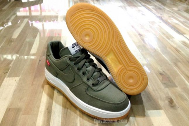 Supreme X Nike Air Force 1 Low Olive Sole 1