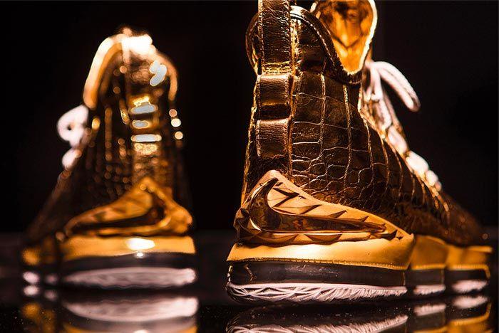 Lebron James 15 Gold Diamond Shoe Surgeon
