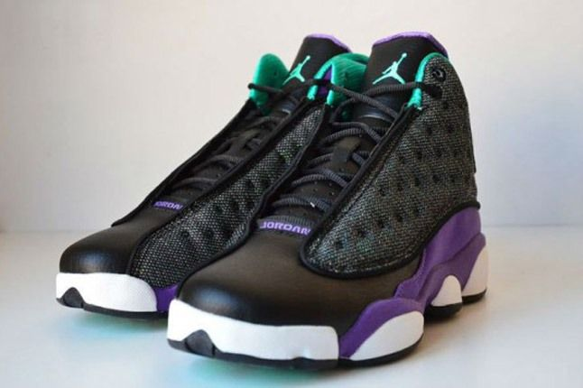 Air Jordan 13 Black Ultraviolet Atomic Teal Pair Angle 1