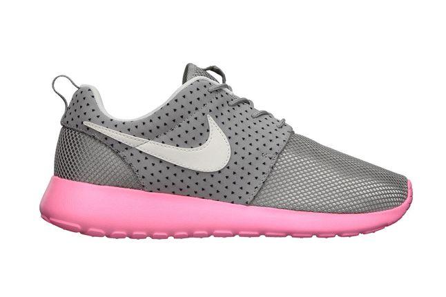Nike Wmns Roshe Run Pink Profile 1
