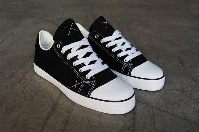 Warrior Pys Shoe Side 1