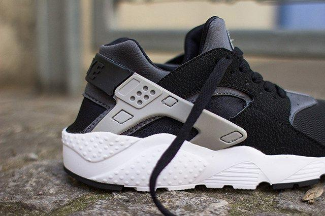 Nike Air Huarache Junior Black Wolf Grey 3