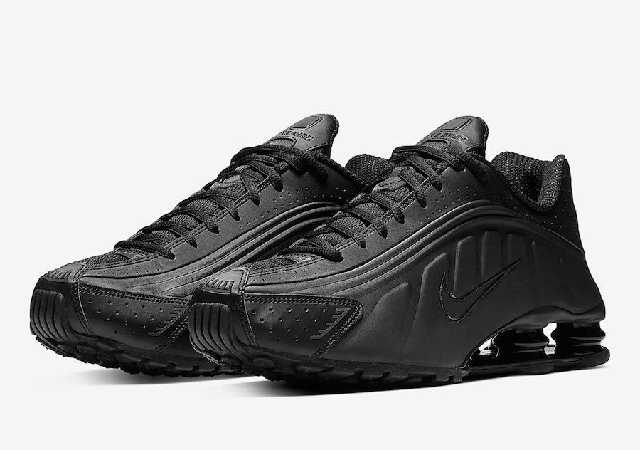 Nike Shox R4 Triple Black Pair