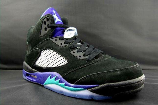 Air Jordan V Black Grape Third Angle 1