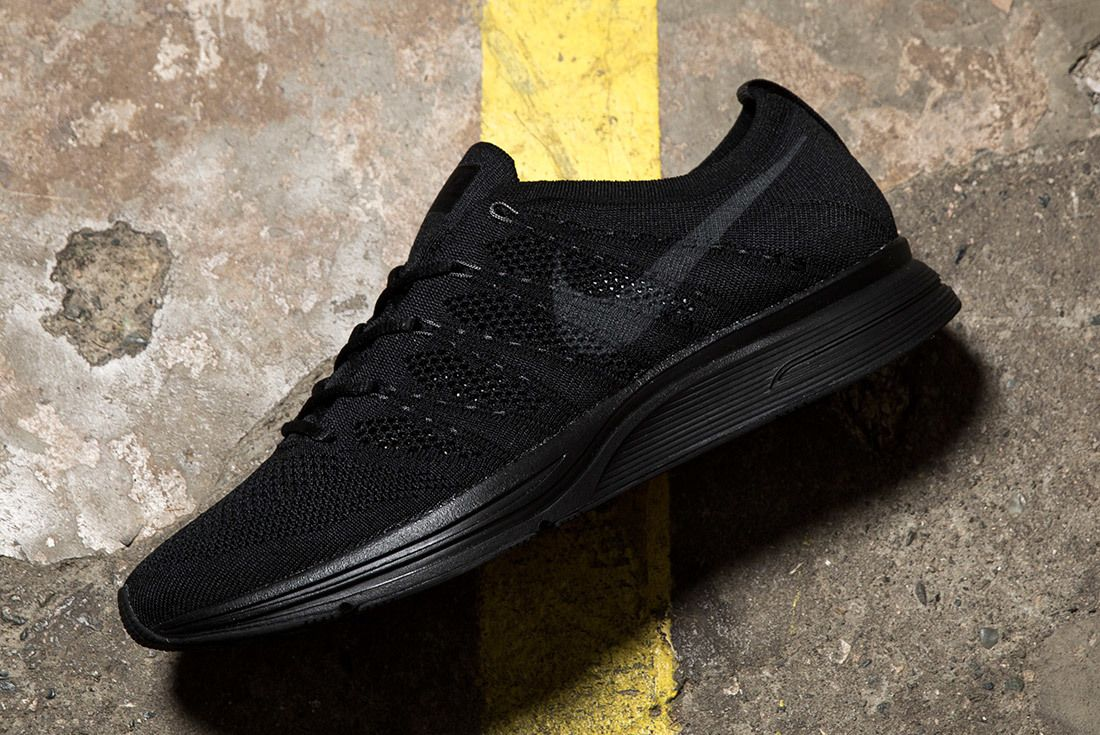 Nike Flyknit Trainer Triple Black 4