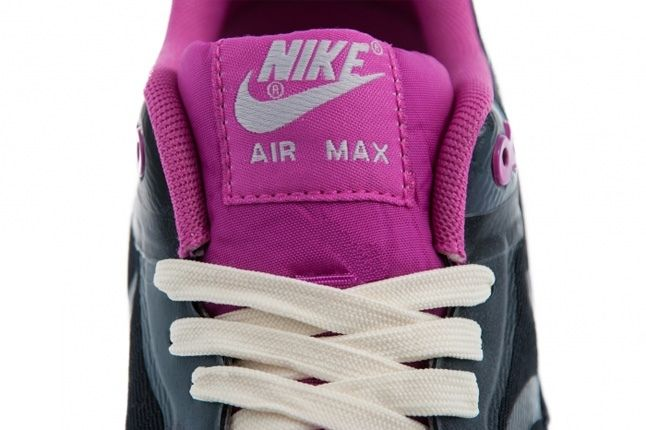 Nike Am1 Cmft Tape Clgrey Clubpink Tongue Detail 1