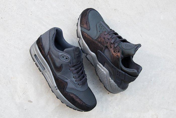 Nike Wmns Premium Metallic Suede Pack Thumb