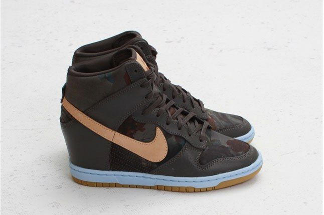 Nike Womens Dunk Sky Hi Pair Profile 1