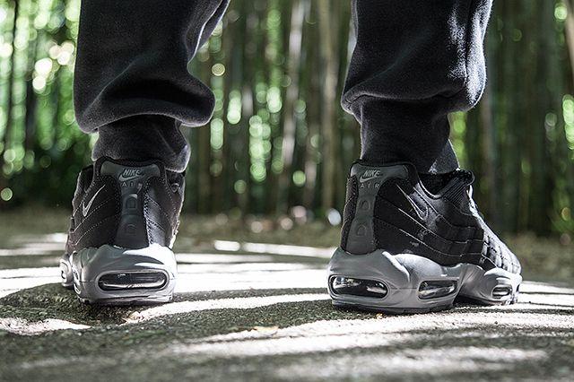 Nike Air Max 95 Black Dark Grey Bump 2