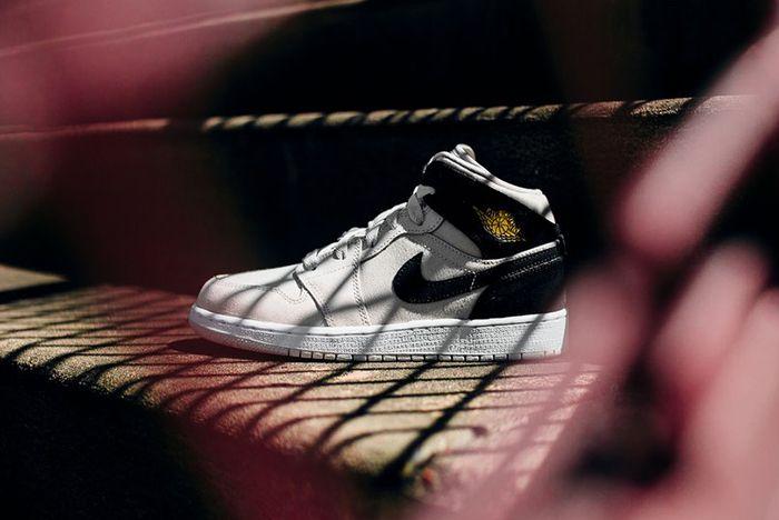 Air Jordan 1 Mid Bg Light Bone Metallic Gold2
