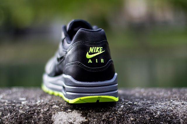 Nike Wmns Air Max 1 Cut Out Black Volt 4