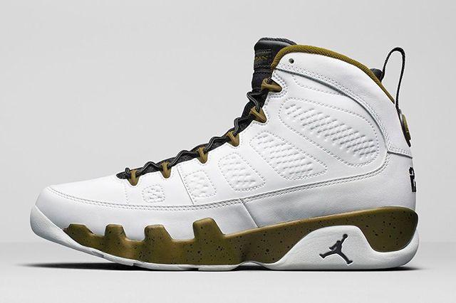 Air Jordan 9 Statue 2
