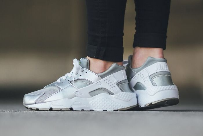 Nike Huarache Gs Metallic Silver White Volt 3
