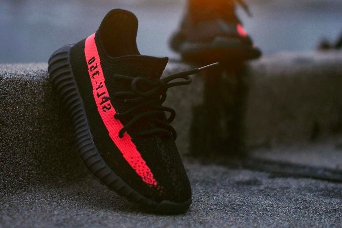 ' Core Black Red' Yeezy Boost 350 V2