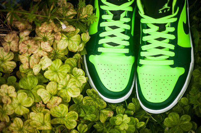Jordan 1 Mid Electric Green Toes 1