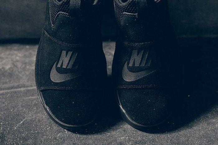 Nike Benassi Slp Triple Black Small