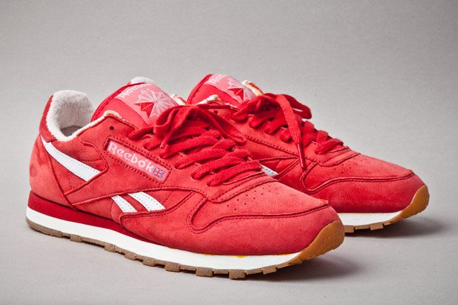 Reebok Classic Leather Vintage Union Red Angle 1