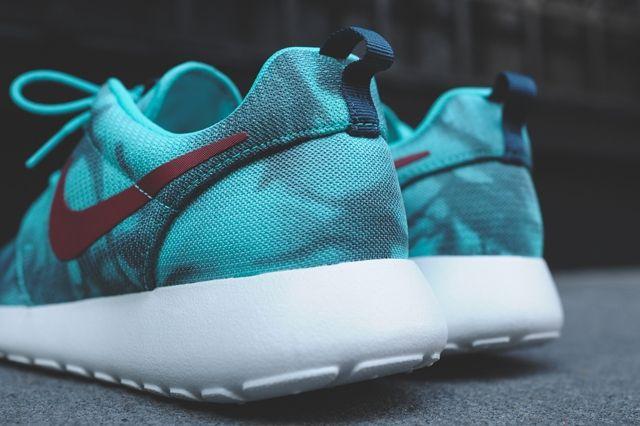 Nike Roshe Run Hyper Jade 2