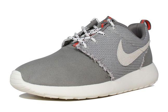 Nike Roshe Run Canvas Sail Charcoal Toe Quarter 1