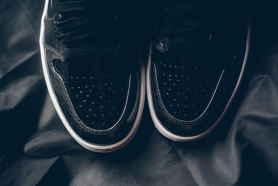 Air Jordan 1 Black Metallic 5