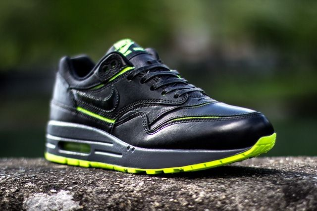Nike Wmns Air Max 1 Cut Out Black Volt 3
