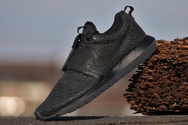 Nike Roshe Run Safari Triple Black 5