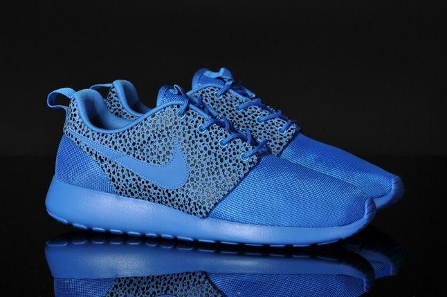 Nike Rosherun Blitzblue Safari Front Quarter 1