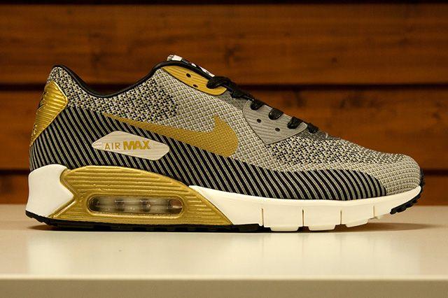Nike Sportswear Gold Trophy Pack 9