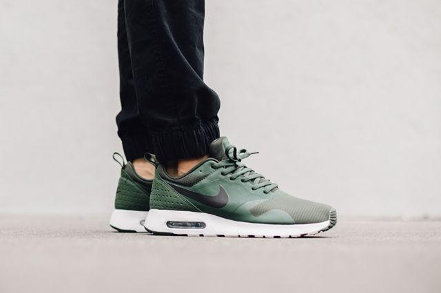 Nike Air Max Tavas Carbon Green 3