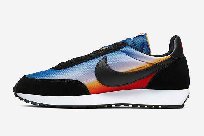 Nike Tailwind 79 Sunset Left