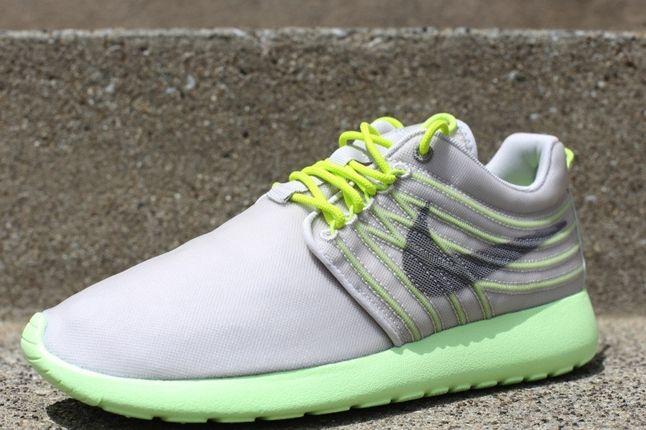 Nike Roshe Run Barely Volt Angle 1