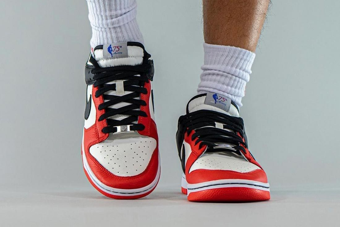 nba nike dunk low 75 anniversary chicago bulls front