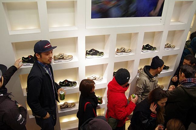 Atmos Nike Am1 Animal Camo Launch Recap Store Crowd2 1