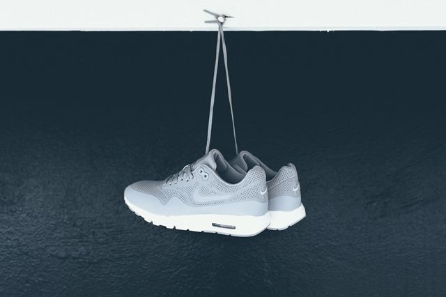 Nike Am1 Ultra Moire Wolf Grey 5