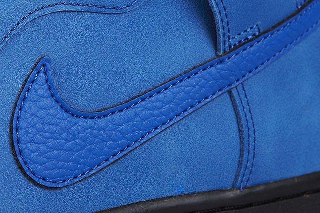 Blu Nike Swoosh 1