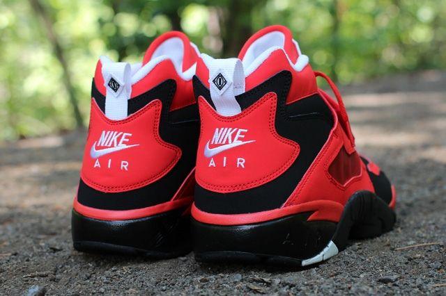 Nike Air Diamond Turf Red Heel Profile