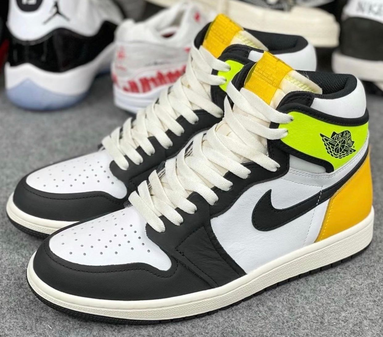 Air Jordan 1 'Volt/Gold'