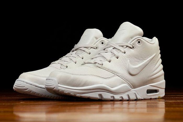 All White Nike Entertrainer 01