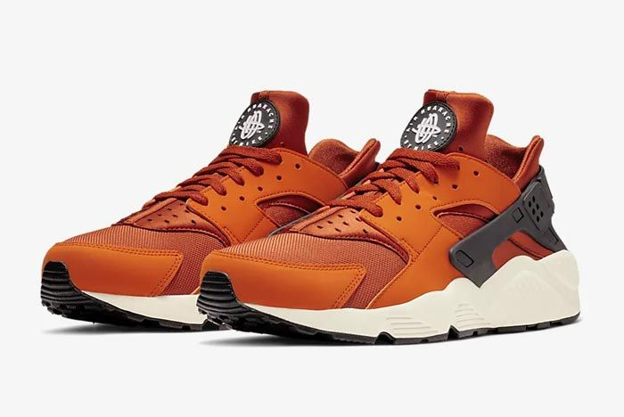 Nike Air Huarache Campfire Orange Pair