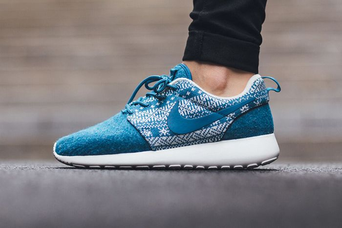 Nike Roshe One Winter Wmns Sweater Pack10